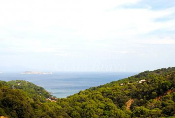 Exclusive plot of land for sale with sea views in Sa Riera, Begur