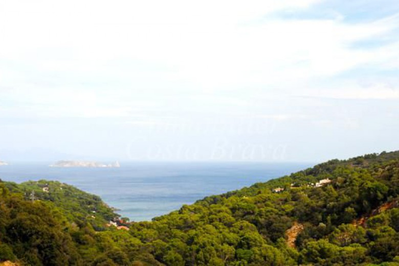 Exclusivo terreno en venta con vistas al mar en  Sa Riera, Begur