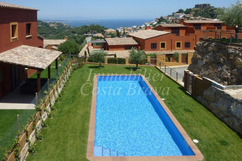 Terraced house for sale in Begur with sea views