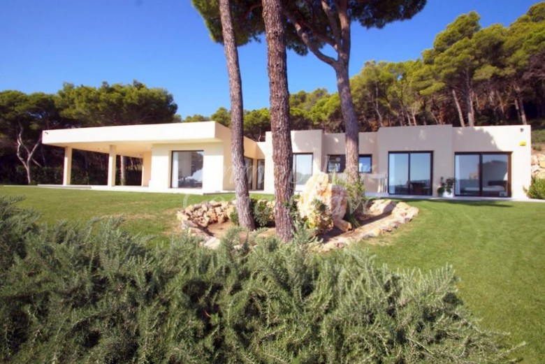 Villa de luxe vendre avec vues la mer et piscine aigua blava ses falugues for Construction piscine 972