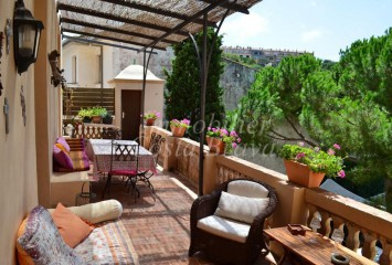Exclusive large pure Indian style apartment for sale in Begur Centre