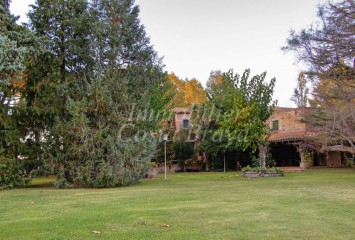 Stunning large property for sale surrounded by  20 Ha of land and forest in Regencós