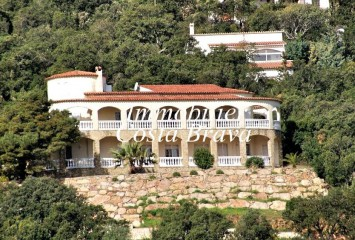 Large villa with sea views for sale in Begur, Sa Riera