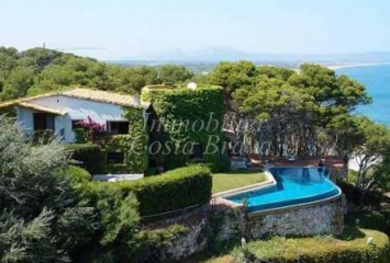 Impressive house first line for sale in Begur, Sa Punta