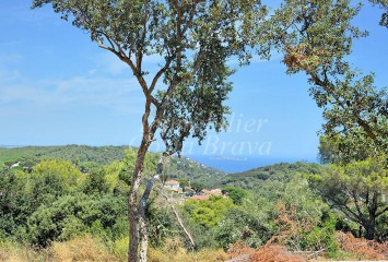 Plots of land with sea views for sale located close to the centre of Begur