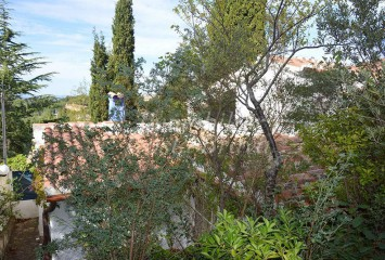 Refurbished rustic style house for sale surrounded by a large plot of land in Begur