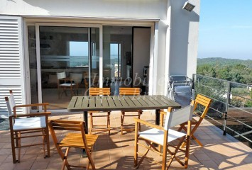 Modern sunny house for sale with sea views in Begur