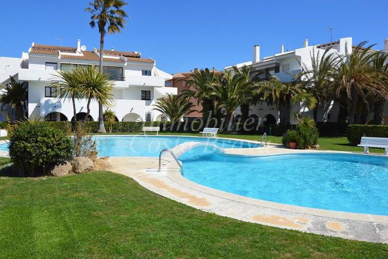 Appartement avec 2 chambres, 1 salle du bain, jardin privatif, piscine ...