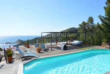 Refurbished sunny villa with beautiful sea views for sale in  Begur, Aigua Freda