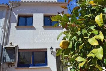 Refurbished town house for sale in the centre of Palafrugell