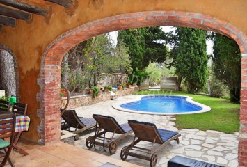 Beautiful stone house surrounded by trees for sale in Sa Riera, Begur