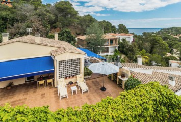 Impeccable detached house for sale, 400 m to Sa Riera beach