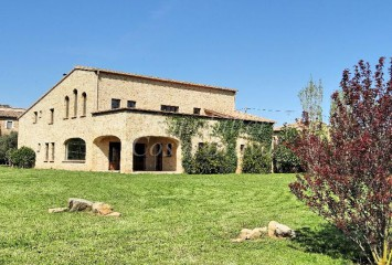 Beautiful newly built masia surrounded by 2 Ha of land for sale in Baix Emporda