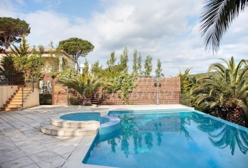 Large recently built villa with sea views for sell in St. Antoni de Calonge