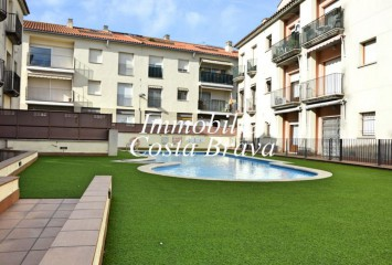 Sunny and centric 2nd floor apartment  for sale in Palamos,  150 m to the beach