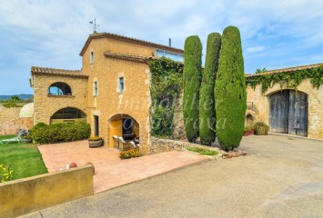 Fantastic masía from the XVth century for sale in l'Esclanya, Begur