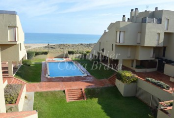 Large first line penthouse with sea views for sale in Pals beach