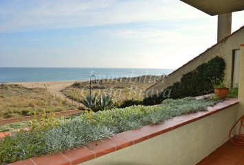 1st line apartment with beautiful sea views for sale in Pals beach
