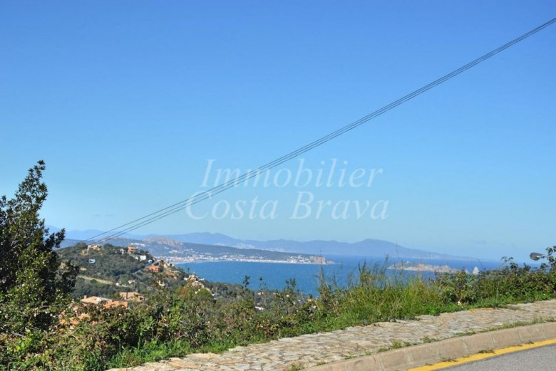 Rare plot of land with sea views, for sale in the village of Begur