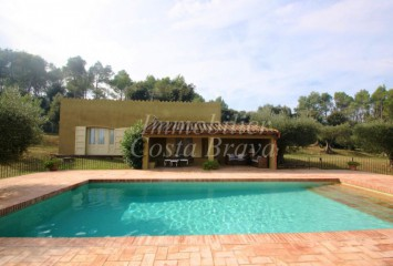 Refurbished masía with a large garden and pool for sale in Fonteta