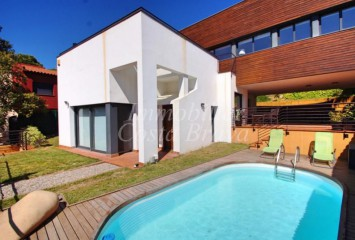 Sunny modern style semi-detached house with pool and garden for sale in Tamariu, Aigua Xelida