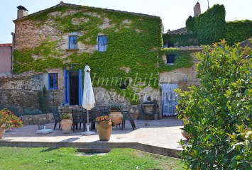 Impressive rustic stone house to sell in Baix Empordà