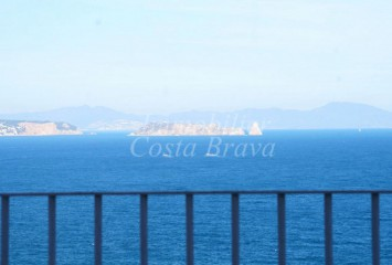 1st line apartment for sale with fantastic sea views in Begur, Aigua Freda