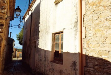 Rustic stone house with lot of charm for sell in the centre of Begur