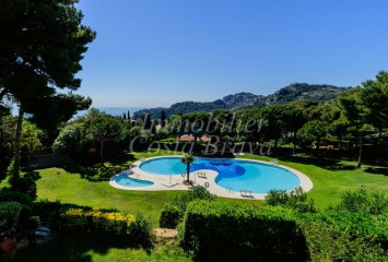 Beautiful apartment for sell with garden and pool in AiguaBlava, Begur
