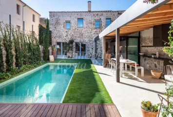 Fabulous rustic stone house totally refurbished for sell in the Baix Empordà