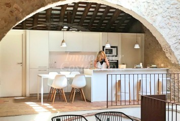Rustic stone village house refurbished for sell from 4,5 km  to L'Escala