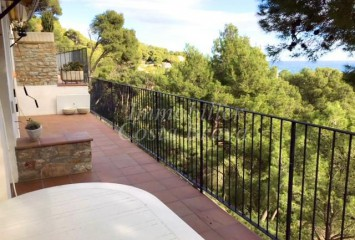 Sunny penthouse with sea views for sale in the select bay of Sa Tuna, Begur