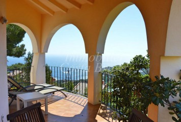Sunny house with beautiful sea views and private pool for sell in Tamariu, Aigua Xelida