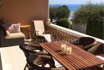 Lovely apartment with sea views for sell located in Aiguabalva, Begur