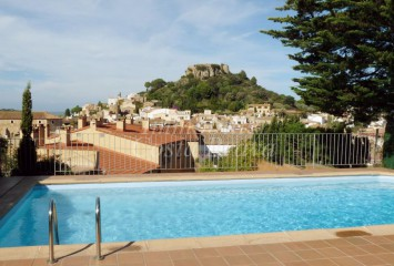 Sunny apartment for sall in the centre of Begur with communal pool