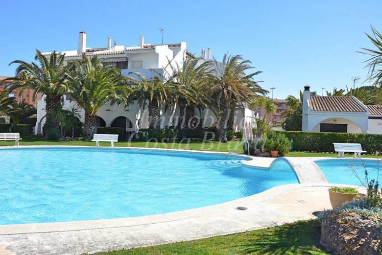Charming semi detached house with private garden and communal pool for sale in Pals beach