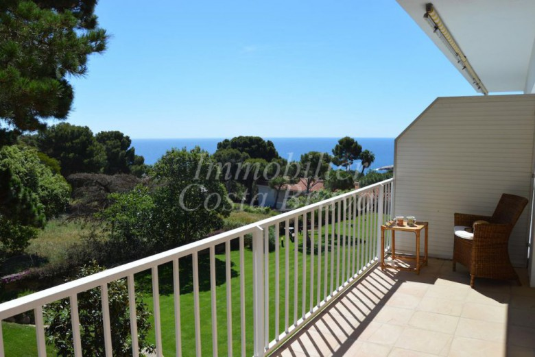 Beautiful apartment with sea views for sale in Aiguablava, Begur