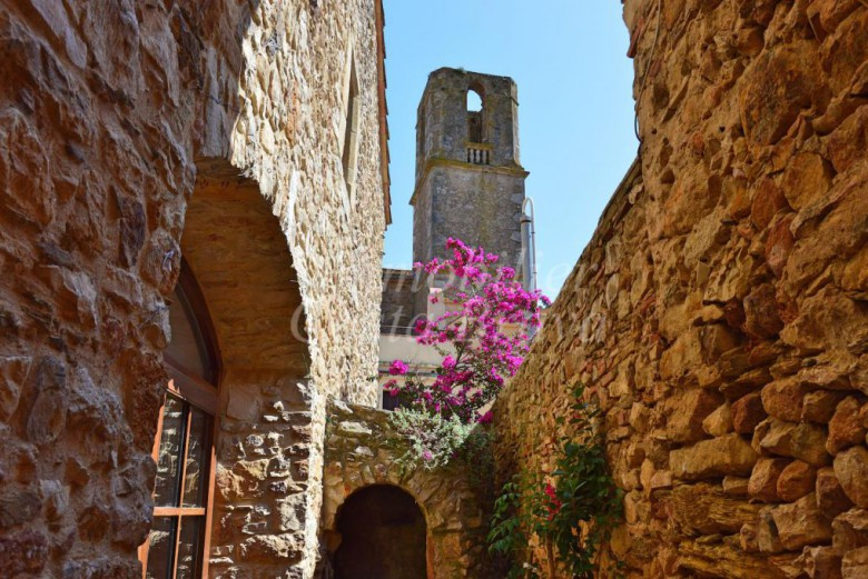 Charming stone townhouse for sale, 5 mn to different beaches in the Baix Empordà