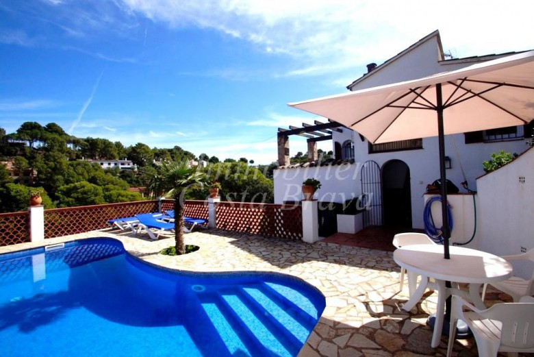Mediterranean  style detached  house with seaviews and private pool, for sale in Begur, Sa Punta