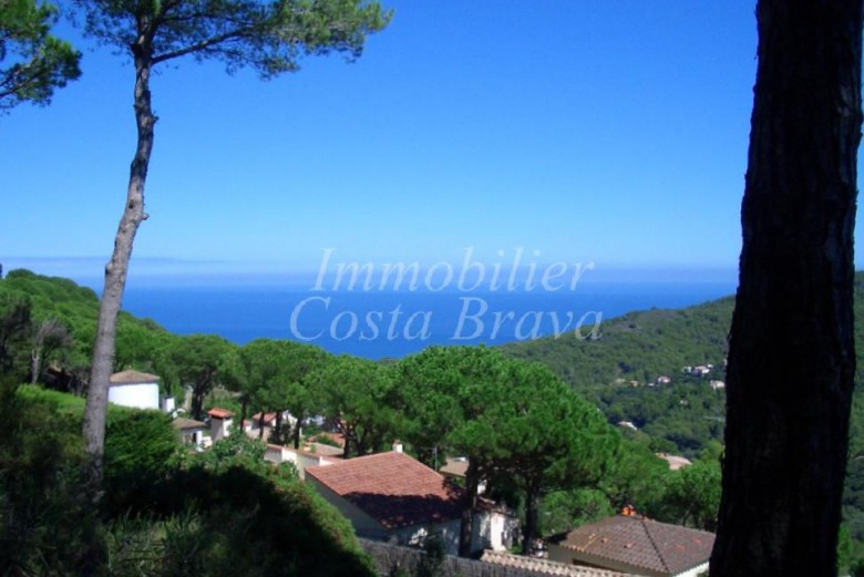 Large detached villa on only one level with sea views and private pool for sale in Begur, Sa Riera