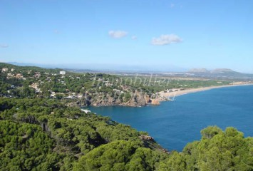 Exclusive building plot with project for sale in Begur Sa Riera