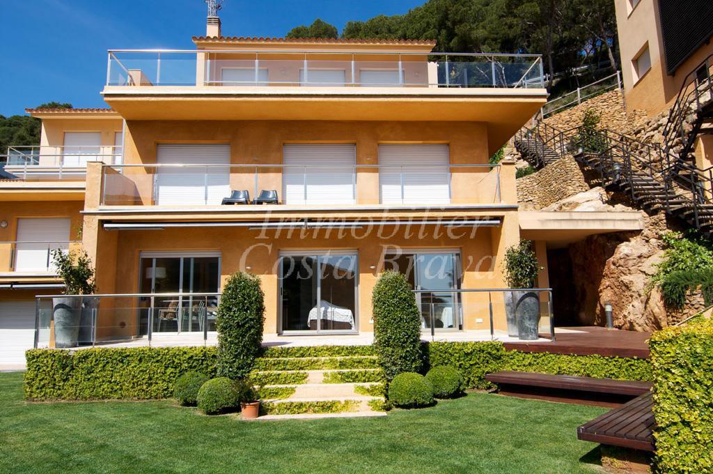 Tr s belle maison moderne vendre proche de la plage sa for Achat maison costa brava