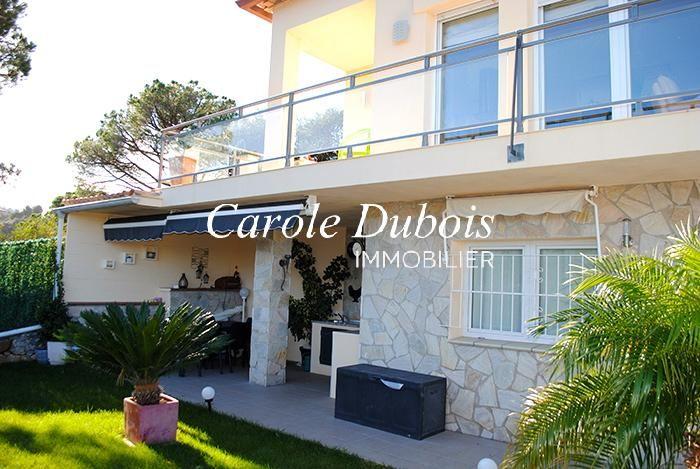 Baño Con Vista Al Jardin:Casa soleada en venta con vistas al mar, piscina y jardín en Es Valls