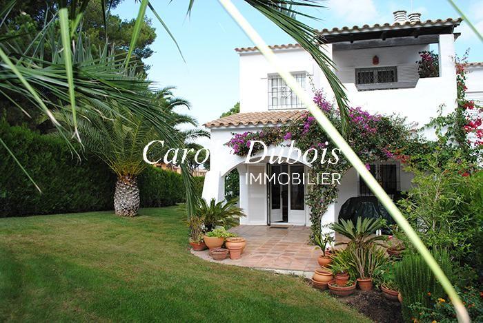 Jolie maison de style espagnol avec jardin et piscine for Achat maison costa brava