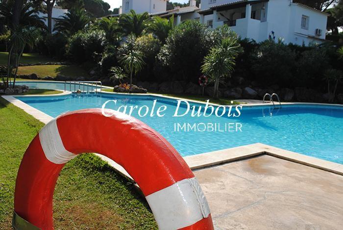 Jolie maison de style espagnol avec jardin et piscine for Jardin en espagnol