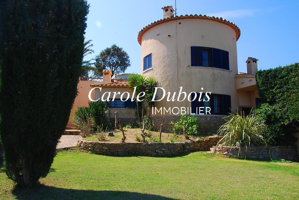 Maison catalane vendre avec vues sur la mer jardin et for Achat maison costa brava