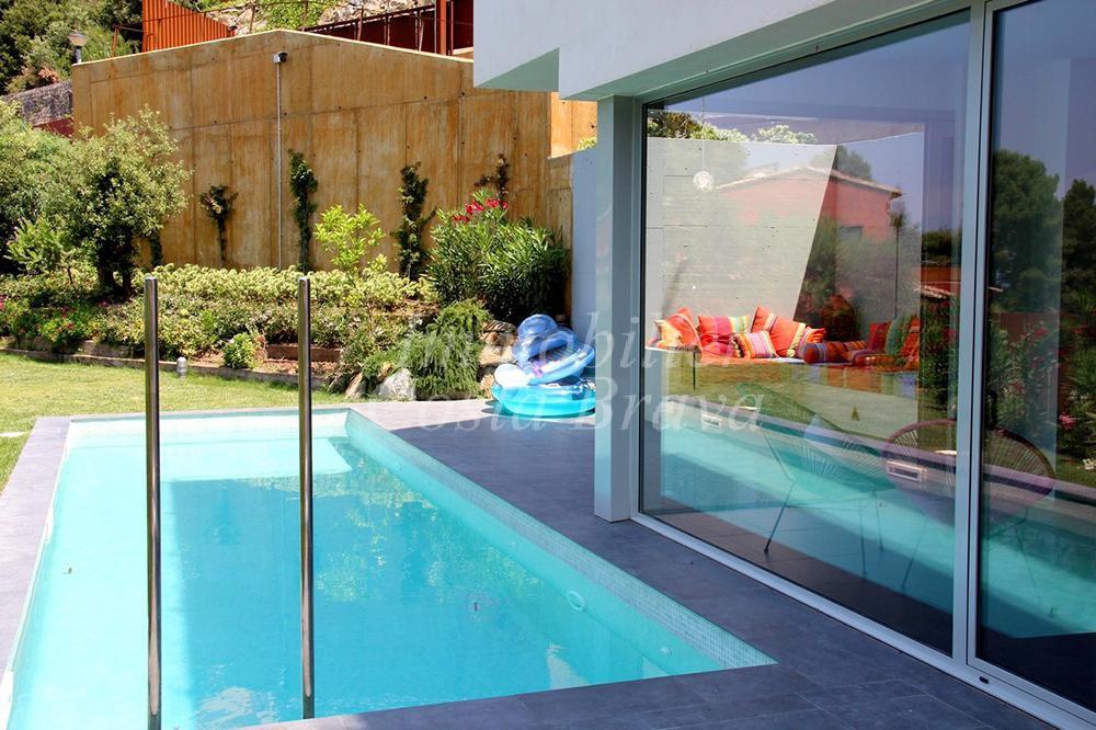 Plage piscine moderne boulogne billancourt maison design - Cloture de piscine moderne boulogne billancourt ...
