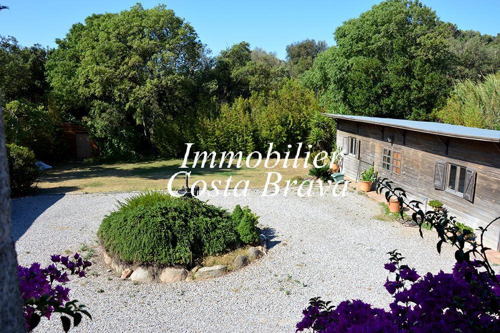 Casa r stica con jard n ideal para negocio en venta en for Jardin casa rustica