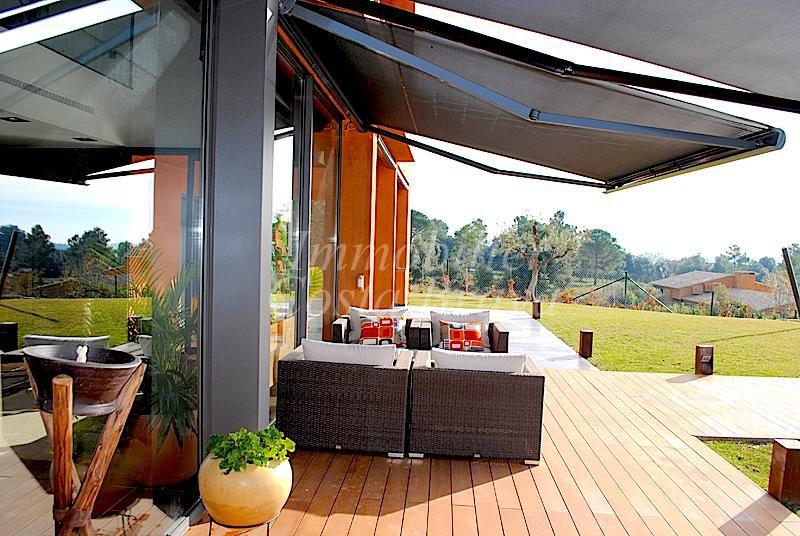 Tr s belle villa moderne vendre situ e vall llobrega for Villa tres moderne