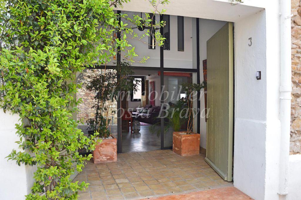 Magnifica casa r stica amb estil modern en venda a regenc s for Casa del barbecue